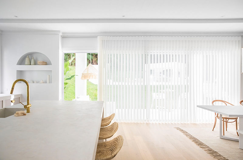 Luxaflex Lumishade in Living areas works perfectly across expansive doors making a perfect transition between inside and out.