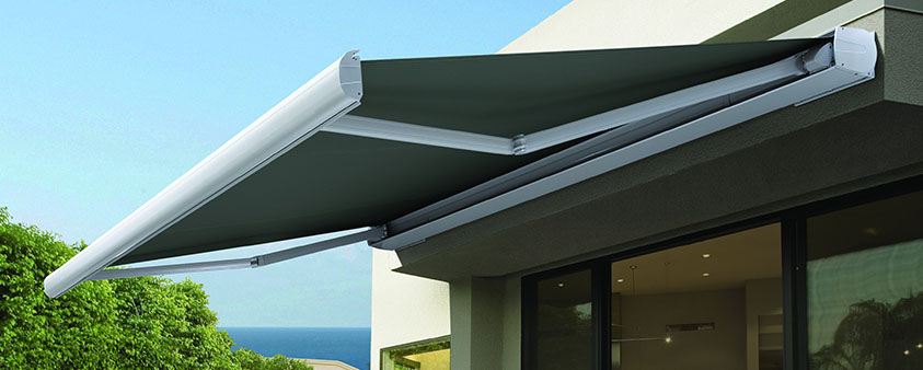 Folding Arm Awnings | Outdoor Awnings | Luxaflex®
